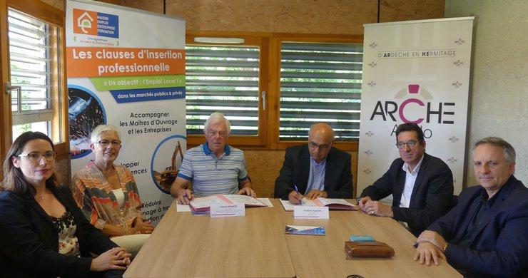 Signature d'une convention pour l'insertion professionnelle