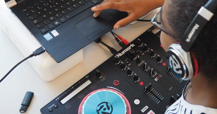 Stage mix DJ avec les Espaces publics numériques