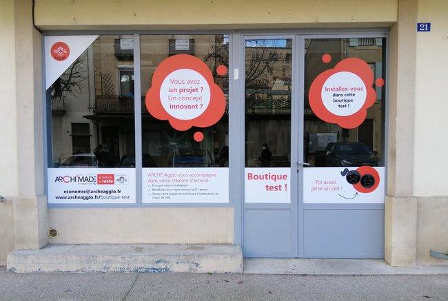 Boutique test saint donat vitrine ARCHE Agglo(2).jpg